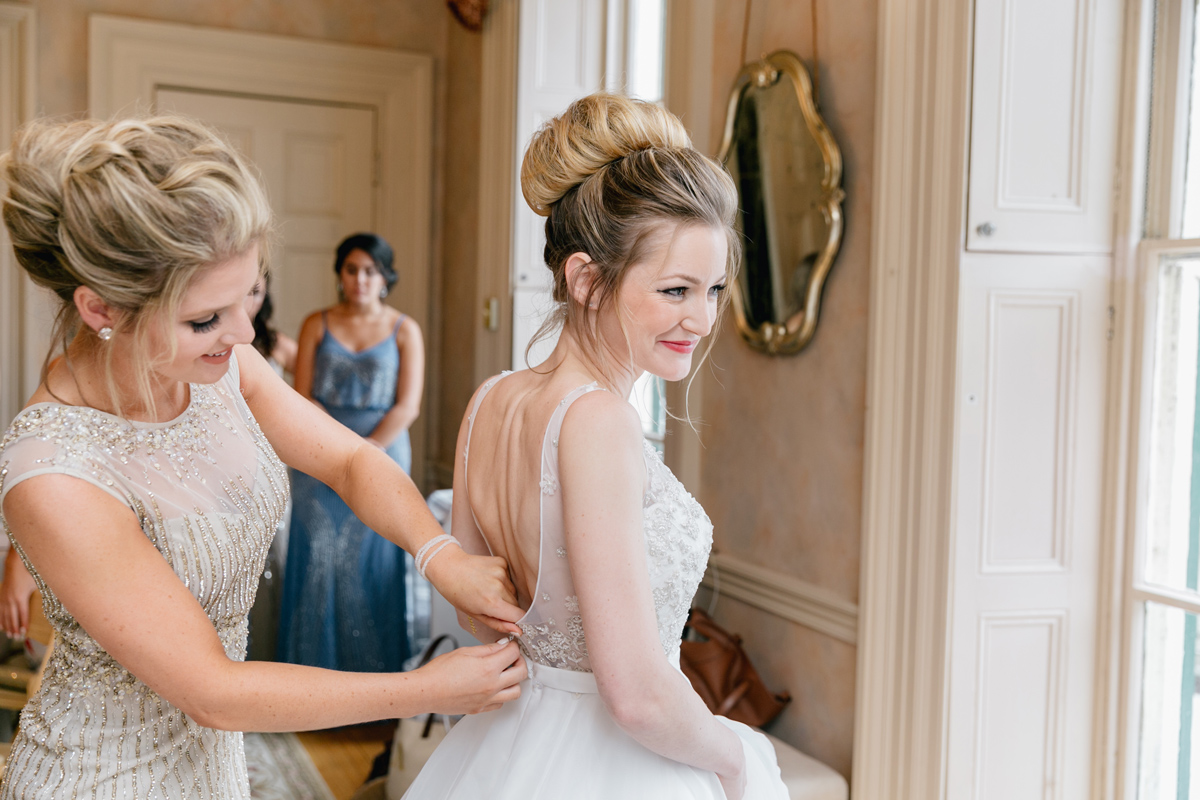 bride-getting-ready-bridal-suite